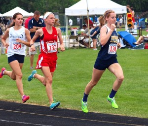 Warsaw's Sarah Ray heads to a ninth place finish in the 3,200 Saturday.