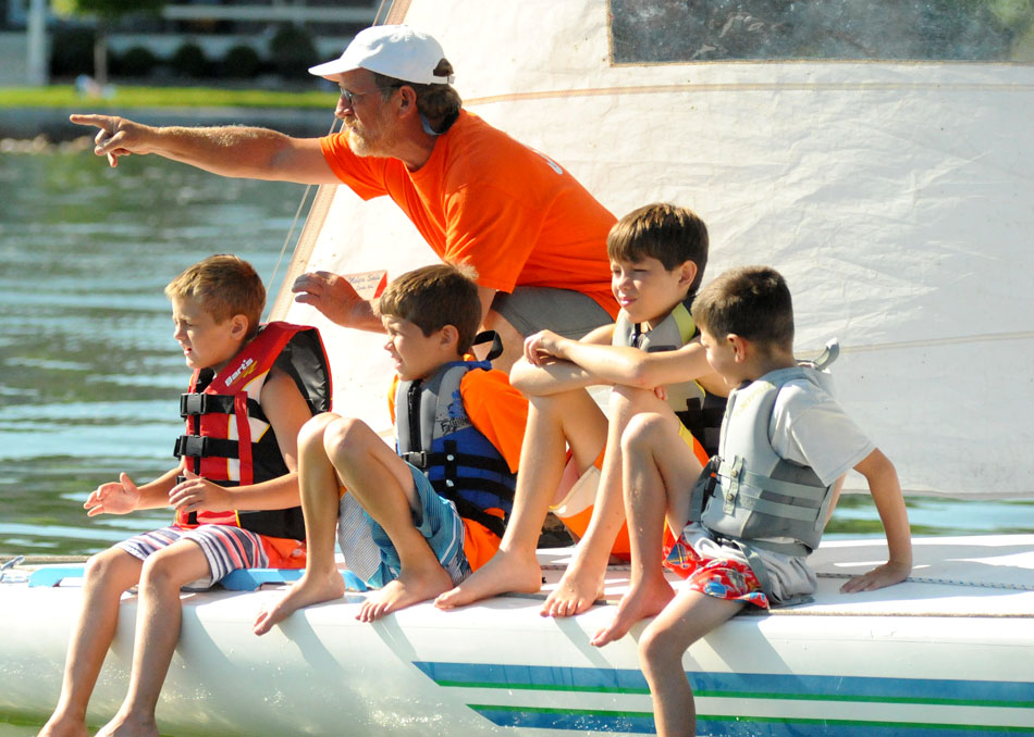 Jeff Herdrich shows Israel Logan, Trey Williams, Caleb Williams and Ian Wihebrink how to find wind on the water.