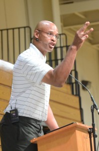 Clark Kellogg makes a point Friday during a speech in Elkhart. The CBS Sports college basketball analyst was the featured speaker at the Community Leaders' Prayer Breakfast (Photos by Scott Davidson)