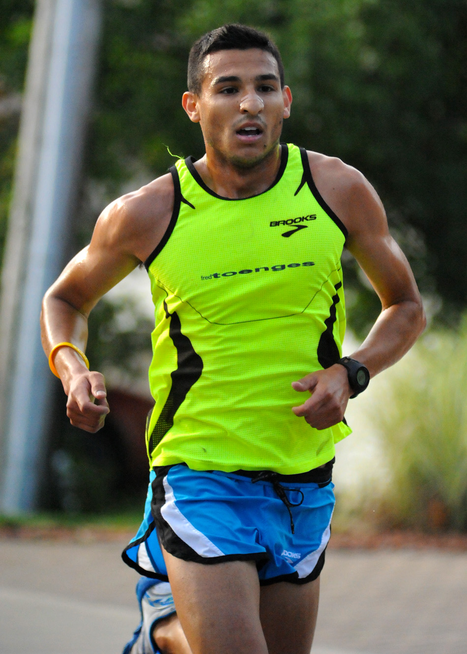 Elias Rojas retained his 3.3-mile title at the Flotilla Road Race with a 16:32 winner.