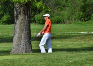 Will Petro chips on to the No. 17 green for Warsaw.