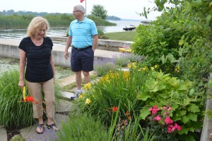 Patti and Bruce Tehan, Indianapolis, take a look at the flowers along the slate walkway at the home of Donyel Byrd, East Constitution Drive, Syracuse. (Photo by Deb Patterson)