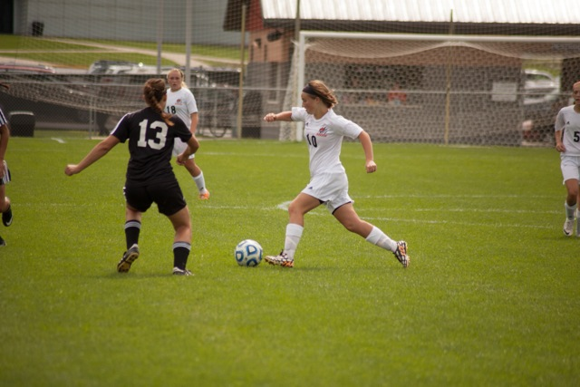 Elizabeth Van Wormer controls the ball for the Tigers.