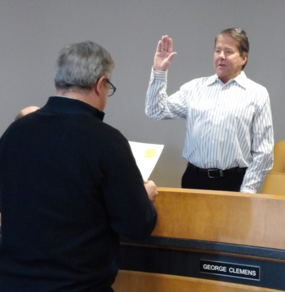 Mayor Joe Thallemer gives the oath of office to George Clemens at today's Redevelopment Commission meeting. (Photo by Deb Patterson)