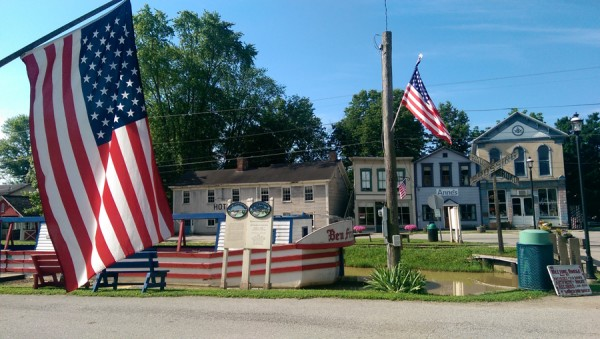 A patriotic spirit pervades Metamora where the Ben Franklin III is docked along Main Street. The boat was built in 1989 to resemble canal boats of the mid-19th century and is pulled by Belgian draft horses.