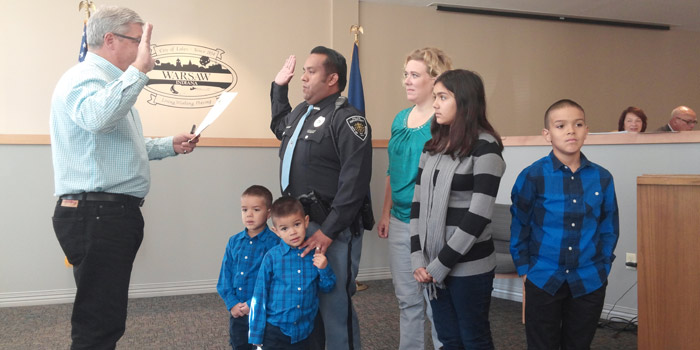 Mayor Joe Thallemer administers the oath of office to Rogelio Navarro while his family watches on. In front are Robbie and Jarvis, while in back are Navarro, his wife, Jessica and children Carmen and Rolley. (Photo by Deb Patterson)