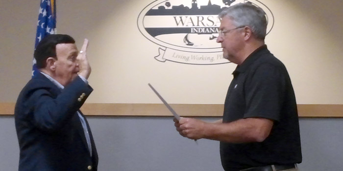 Ron Shoemaker takes the oath of office from Warsaw Mayor Joe Thallemer. (Photo by Deb Patterson)