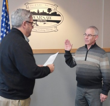 Warsaw Mayor Joe Thallemer administers the oath of office to Dan Smith, new member of the Warsaw Board of Zoning.