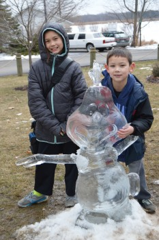 Children with Olaf Ice Sculpture