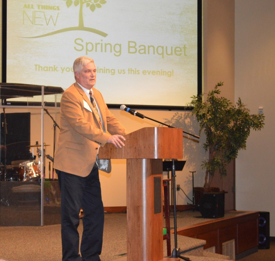 Bill Fawley speaks at All Things New spring banquet.