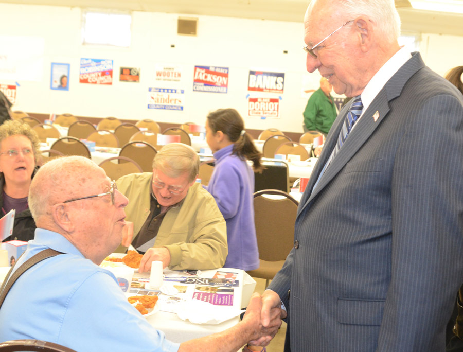 Al Frantz talks with Pastor Rafael Cruz, father of U.S. Presidential Candidate Ted Cruz, at the Republican Fish Fry. (Photos by Deb Patterson)