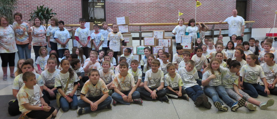 Students and teachers from the Kehoe Kids Project pose for a group photo.(Photos by Teresa Nicodemus)
