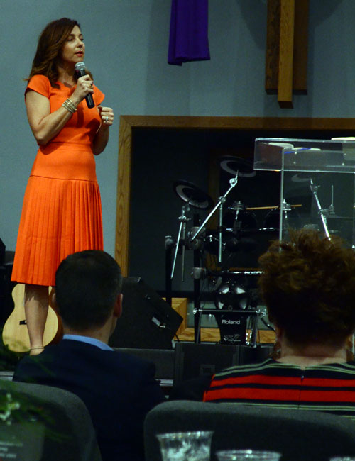 Shari Rigby speaks to a sold-out crowd. (Photos by Amanda McFarland)
