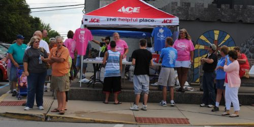 Crowds browse the Dixie Day vendors. (Photo provided)