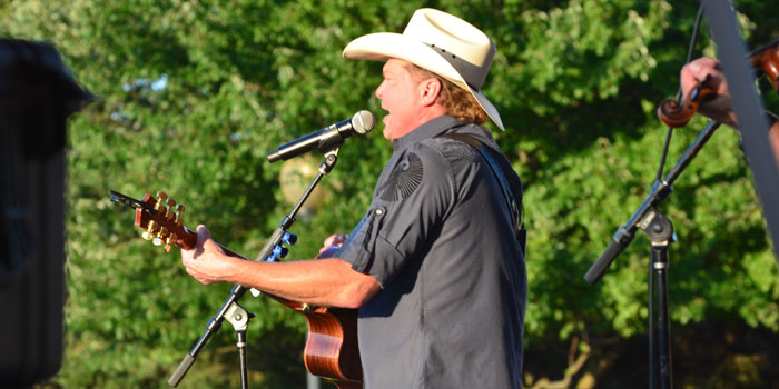 Multi-platinum country artist Tracy Lawrence took the stage Friday evening during a free community concert. (Photos by Amanda McFarland)