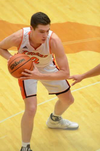 Kyle Mangas led the Tigers with nine points.