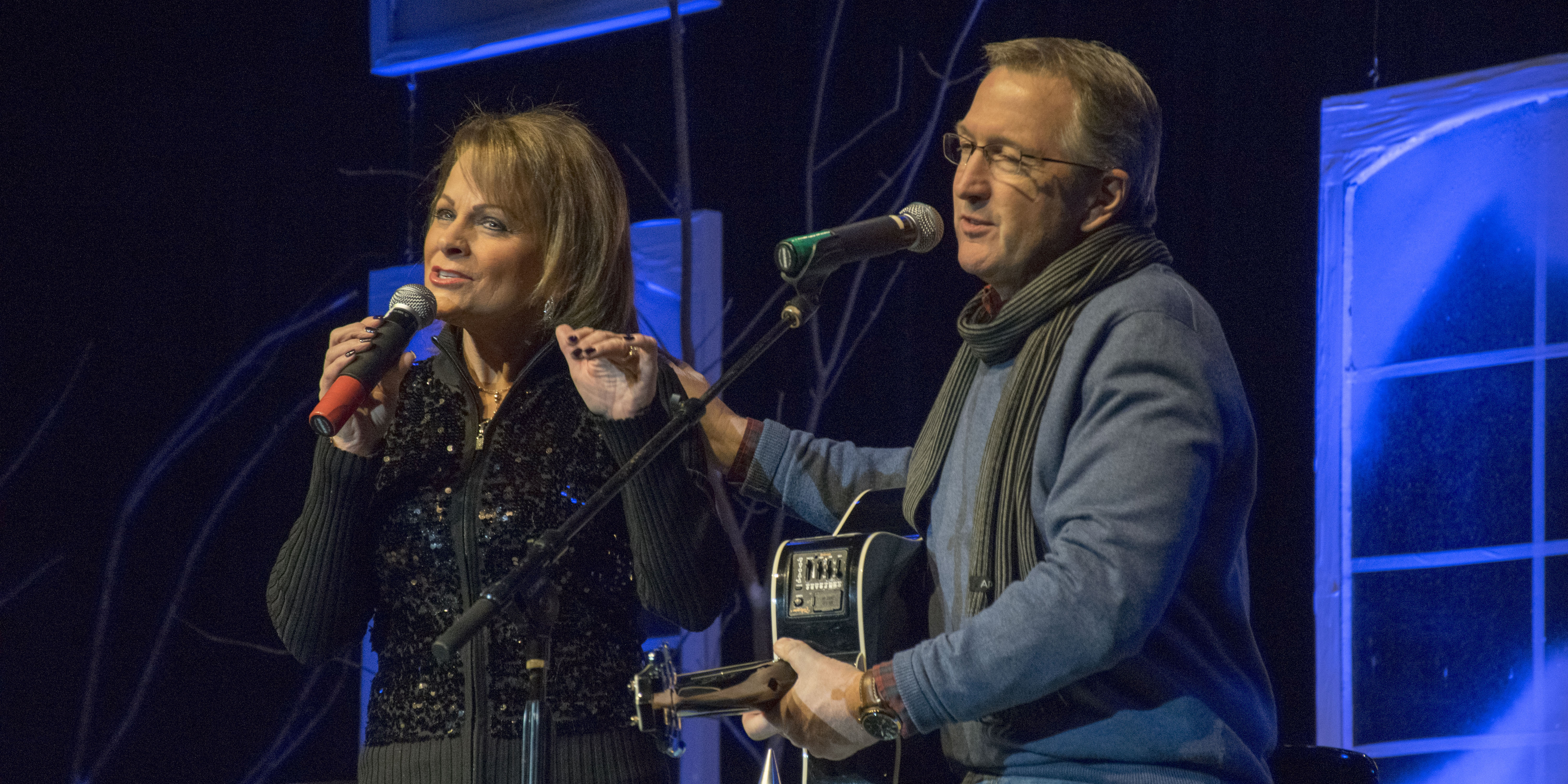 Susie McEntire and her husband Mark Eaton performed A Country Christmas at Lakeview Middle School.