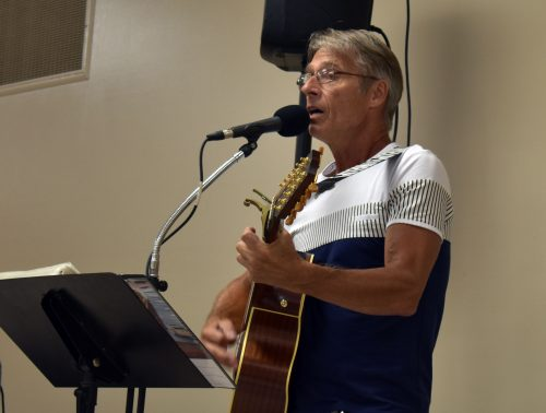 Clint Olson performs at the North Webster Alumni Banquet. (Photo by Sarah Wright)